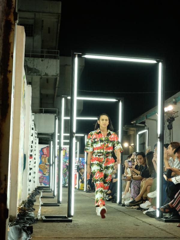 Koleksi Danjyo Hiyoji dalam acara peluncuran kampanye #BeraniCuan dari Bank OCBC NISP. (foto: Iffah Nurahmah/Fimela.com)