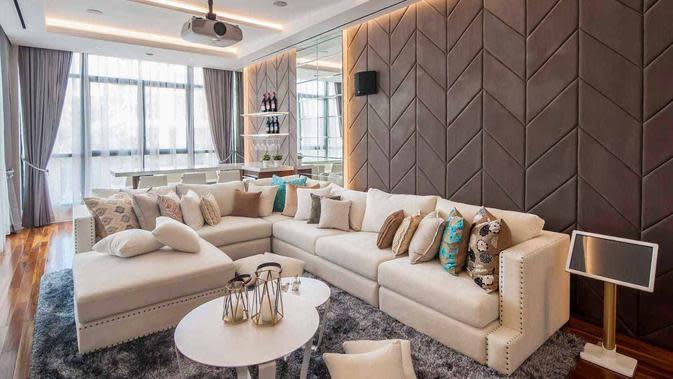 Warna natural yang lembut dan menenangkan di ruang keluarga. (dok. Arsitag.com)