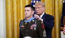 伊斯蘭國處決人質前夕,血戰救出70人!美軍特種部隊士官長獲川普頒贈「榮譽勳章」