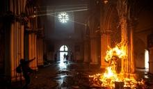 智利反政府示威一週年 抗議群眾燒毀教堂