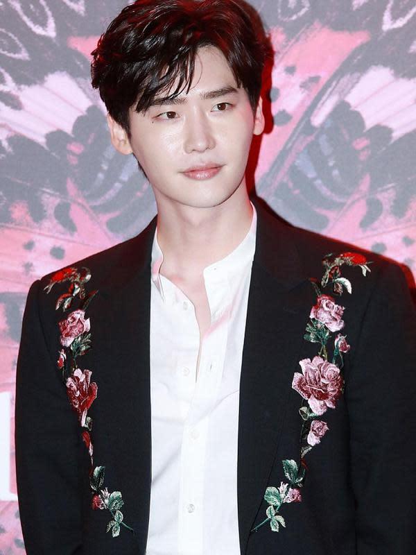 Lee Jong Suk. (dok. Instagram @jongsuk0206/https://www.instagram.com/p/BpAakK5hueQ/?utm_source=ig_web_copy_link/Asnida Riani)