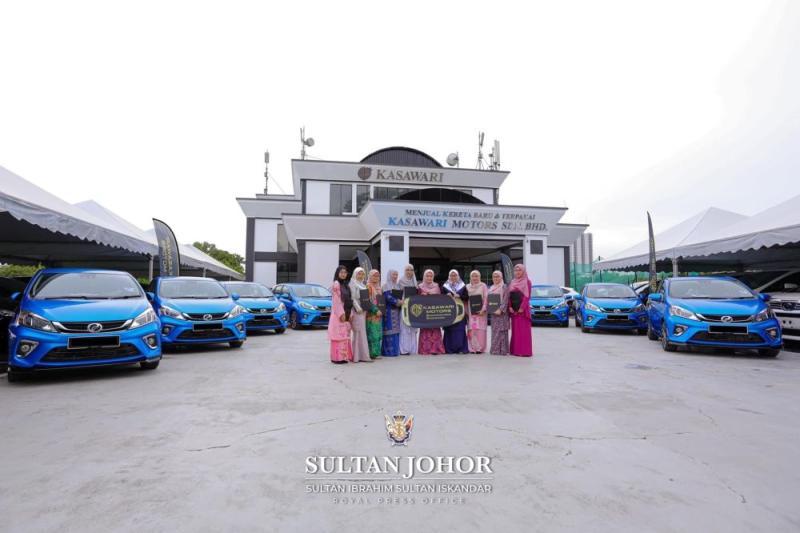 The 10 nurses from the Sultanah Aminah Hospital's Royal Ward and their new Myvis at the Kasawari Motors Sdn Bhd office in Larkin, Johor Baru. — Picture courtesy of Johor Royal Press Office