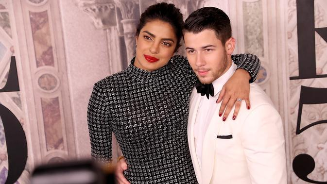 Nick Jonas dan Priyanka Chopra (Foto: ROB KIM / GETTY IMAGES NORTH AMERICA / AFP)