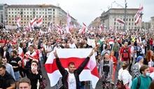 白俄羅斯數萬人示威要求換總統 鎮暴警察出動