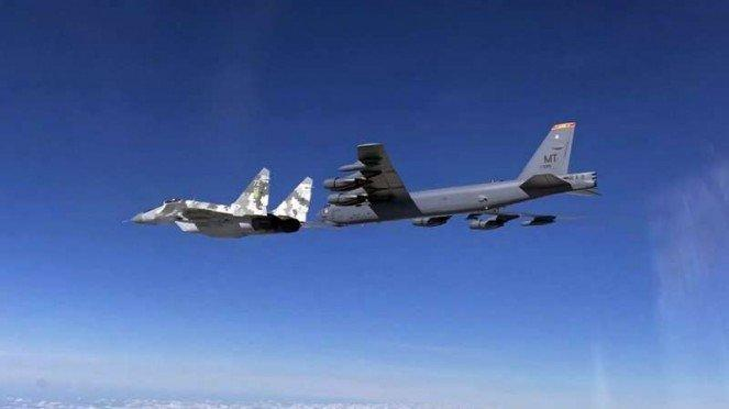 VIVA Militer: Jet tempur MiG-29 Ukraina mengawal pesawat pembom B-52 AS