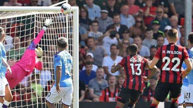 Pemain Bournemouth, Harry Wilson (22), mencetak gol ke gawang Manchester City