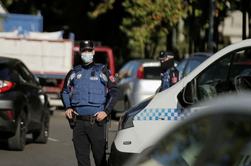 Police set up traffic controls as Madrid heads back into lockdown