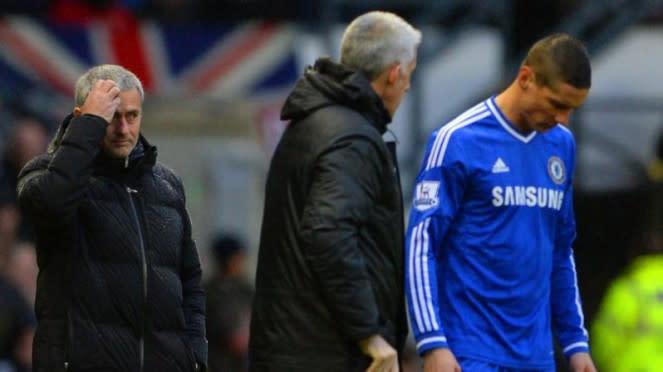 Pelatih Chelsea, Jose Mourinho, bersama Fernando Torres