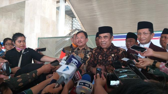 Menteri Agama Fachrul Razi menjelaskan penyeprotan disinfectan disetiap rumah ibadah, salah satunya masjid agar terhindar dari virus corona. (Merdeka/Intan)
