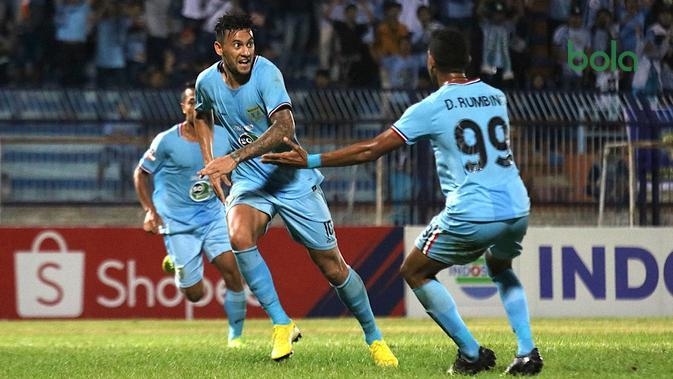Alex Goncalves, striker Persela, saat melawan Kalteng Putra di Stadion Surajaya, Lamongan (11/7/2019). (Bola.com/Aditya Wany)
