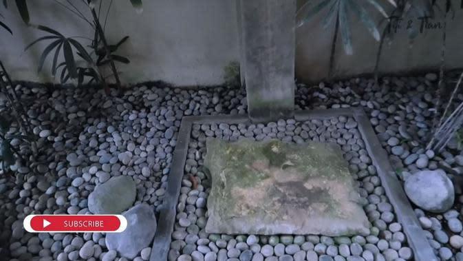 Kondisi memprihatinkan vila milik Titi Kamal dan Christian Sugiono akibat pandemi. (YouTube/Titi dan Tian)