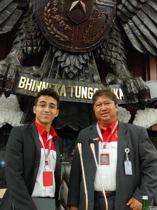 Mikrofon berlapis emas buatan Vadi Akbar dan Harry Kiss di pelantikan Presiden dan Wakil Presiden 2019-2024 (ist)