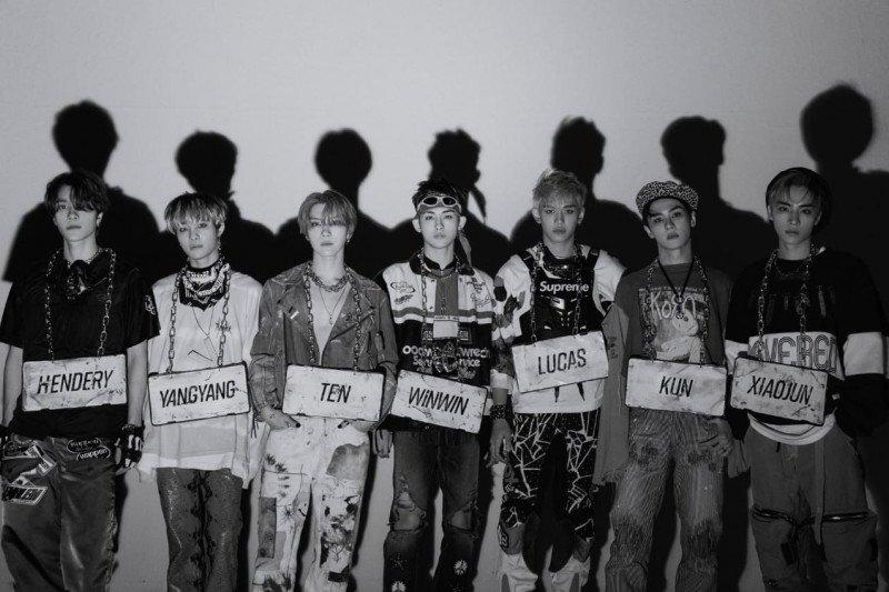 "WayV ""comeback"", namun tunda rilis album fisik karena aksesori pakaian"