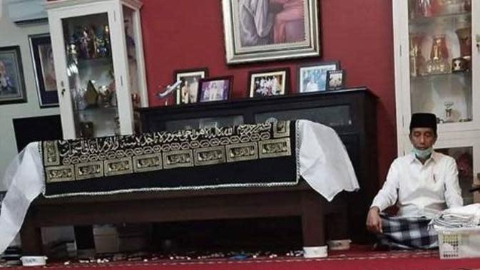 Unggahan Ustaz Yusuf Mansur Mengenang Mendiang Ibunda Jokowi. (dok.Instagram @yusufmansurnew/https://www.instagram.com/p/B-KTriujXSp/Henry)