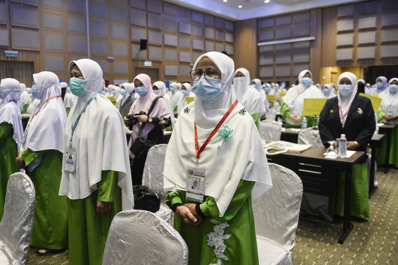 Delegates from the PAS Women Wing attend the annual PAS Muktamar in Kuala Lumpur September 11, 2020. — Picture by Miera Zulyana