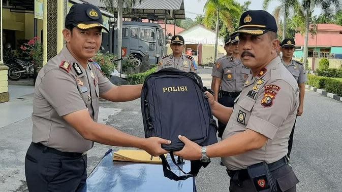 Kapolres Kampar AKBP Asep Dermawan SIK dalam kegiatan harianya sebelum dicopot Kapolri. (Liputan6.com/M Syukur)
