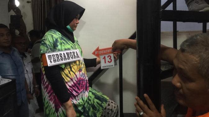 Air Mata Ibunda Eksekutor Pembunuhan Hakim PN Medan Tumpah saat Rekonstruksi