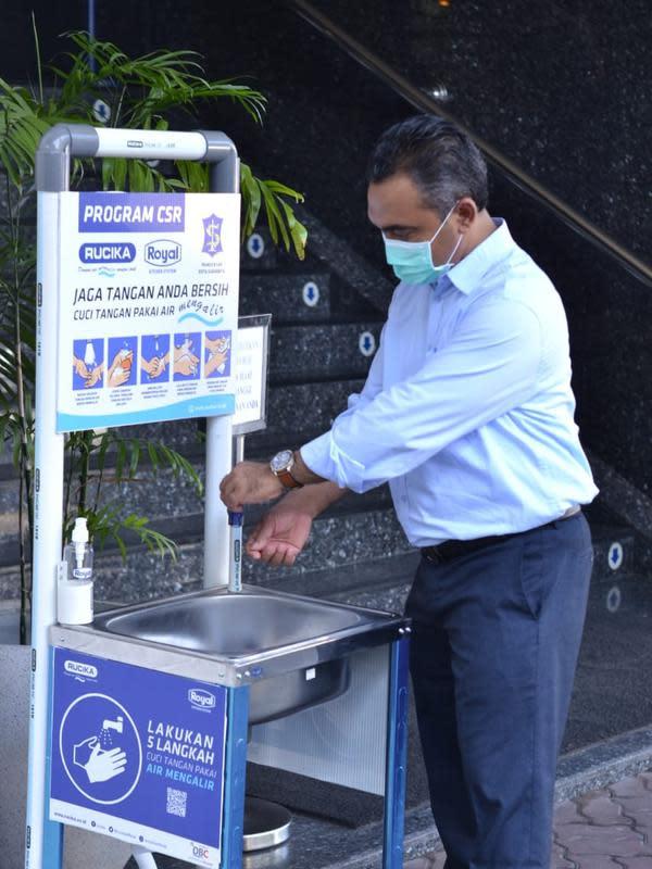 Wastafel portable, Royal Kitchen Sink yang dilengkapi dengan pipa Rucika sebagai saluran air bersih akan terpasang di berbagai fasilitas umum.