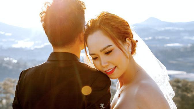 ilustrasi pasangan cinta/Photo by Trung Nguyen from Pexels