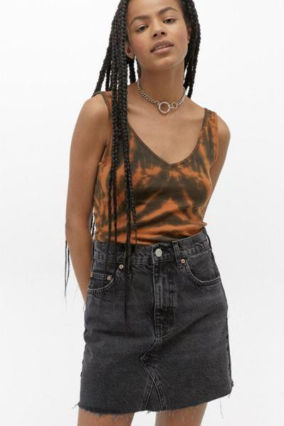 "<p><strong>BDG</strong></p><p>urbanoutfitters.com</p><p><strong>$54.00</strong></p><p><a href=""https://go.redirectingat.com?id=74968X1596630&url=https%3A%2F%2Fwww.urbanoutfitters.com%2Fshop%2Fbdg-austin-notched-black-denim-mini-skirt&sref=https%3A%2F%2Fwww.goodhousekeeping.com%2Fbeauty%2Ffashion%2Fg32729955%2Fjean-skirt-outfits%2F"" target=""_blank"">Shop Now</a></p><p>A classic five pocket mini skirt style with raw hem detailing pairs well with any solid or printed tank top. Add a chain necklace to give it a little edge.</p>"