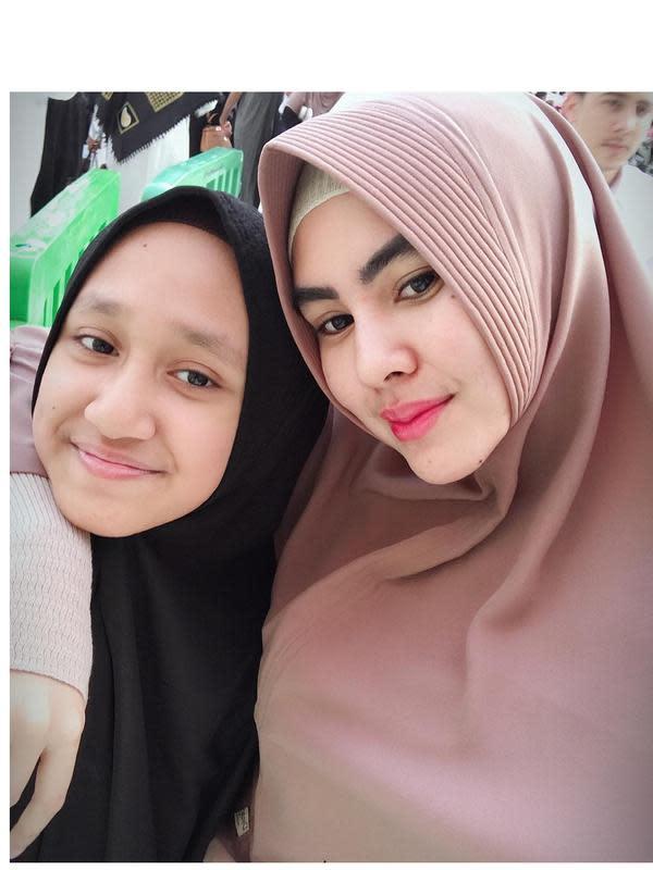 Momen Keakraban Kartika Putri Bareng Ketiga Anak Habib Usman (Sumber: Instagram/kartikaputriworld)