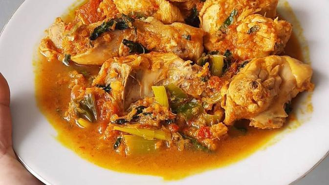 Resep Ayam Woku Pedas. (Sumber: Instagram/blooms.kitchen)