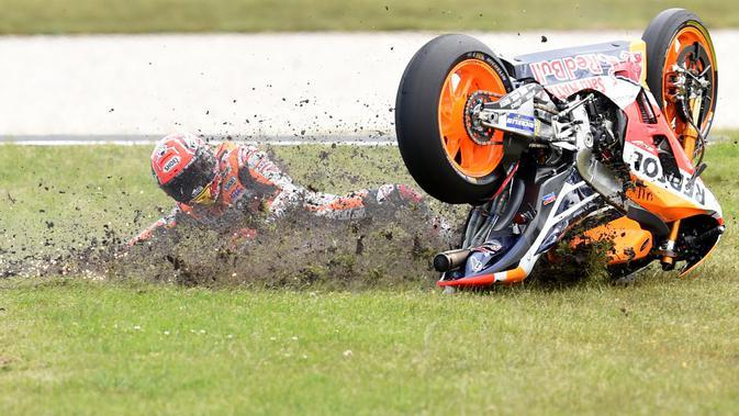 Marc Marquez mengalami kecelakaan pada seri MotoGP Australia di Phillip Island, Oktober 2016 lalu. ( EPA/Tracey Nearmy))
