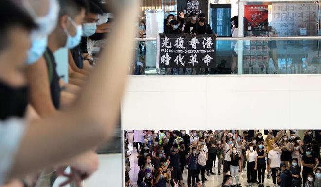 Protesters at Harbour City in Tsim Sha Tsui. Photo: Sam Tsang