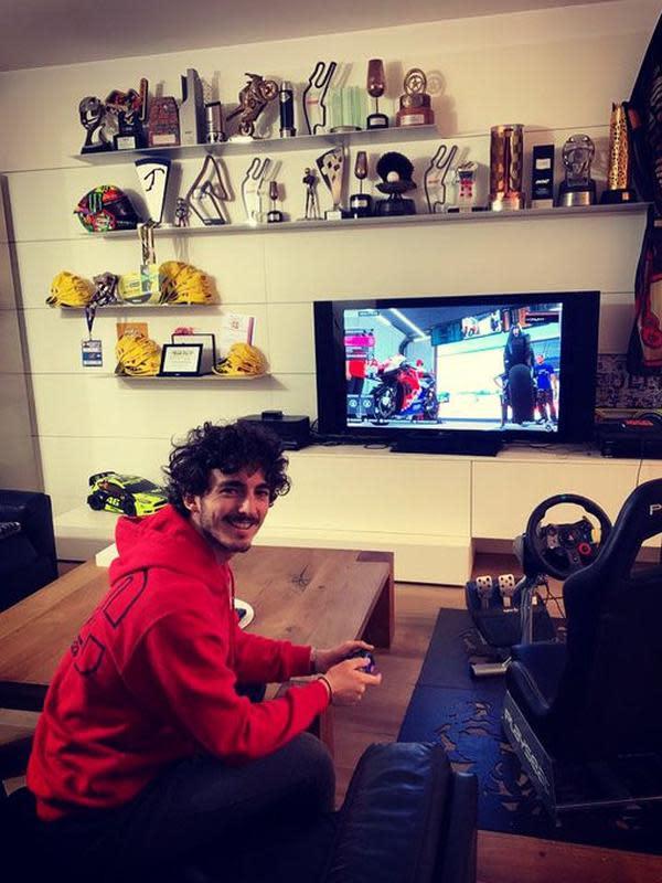 Pecco Bagnaia saat ikut MotoGP Virtual Race Jilid I. (Twitter/Pecco Bagnaia)