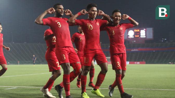 Selebrasi Timnas Indonesia U-22 setelah Osvaldo Haay mencetak gol kemenangan 2-1 atas Thailand di final Piala AFF U-22 2019, Selasa (26/2/2019). (Bola.com/Zulfirdaus Harahap)