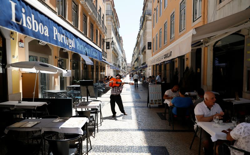 Struggling Lisbon business owners unhappy with new coronavirus curfew