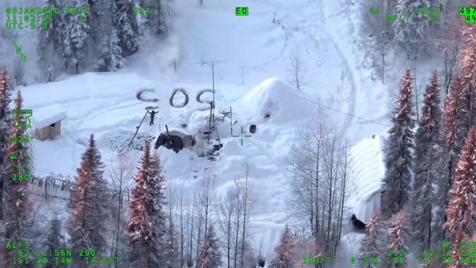 Tulisan SOS yang Dibuat Steele (Liputan6/Alaska State Troopers)