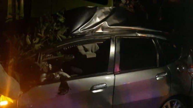 Honda Jazz Berisi 3 Wanita Hancur Parah Tabrakan dengan Tronton