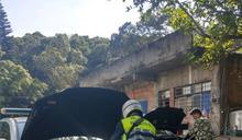 山區工寮養雞鴨鵝車沒電 求助警方救援接電