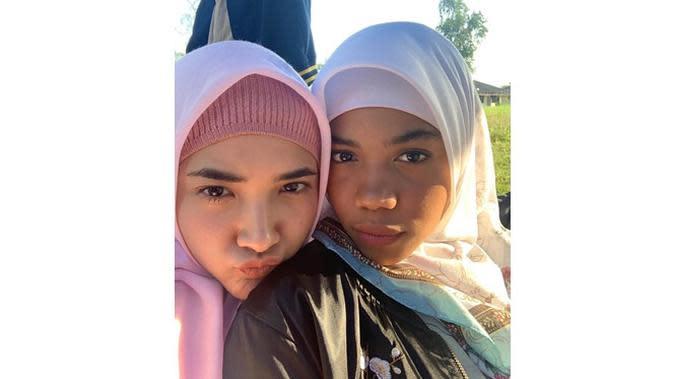 5 Potret Zsa Zsa 'Si Cemong' Pakai Hijab, Dipuji Netizen Cantik (sumber: Instagram.com/nadyaarina)