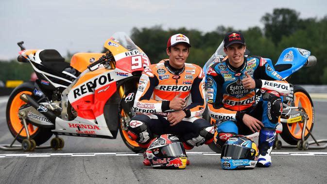 Pembalap Repsol Honda, Marc Marquez, mulai musim depan punya Alex Marquez sebagai rekan setimnya. (Redbull.com)