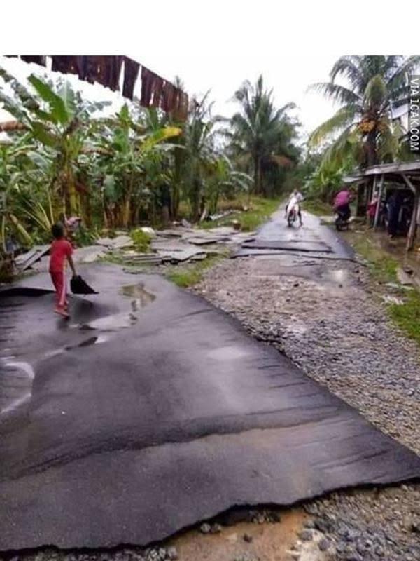 6 Potret Jalanan Aspal Ini Tak Biasa, Nyeleneh Banget (sumber: 1cak.com)