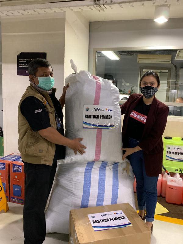 EMTEK Donasikan 10.000 Paket Sembako untuk Menteri Sosial RI   EMTEK
