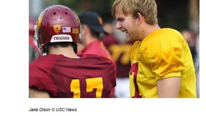 Pemain footbal bernama Jake Olson ini mampu buktikan bisa bermain di klub kesayangannya meski ia adalah seorang disabilitas tuna netra. (Merdeka.com)