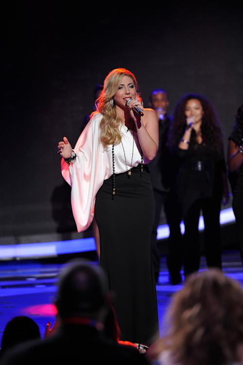 "In this April 4, 2012 photo released by Fox, Elise Testone performs on the singing competition series ""American Idol,"" in Los Angeles. (AP Photo/Fox, Michael Becker)"