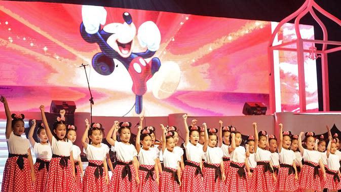 Bersama Batavia Madrigal Singers, The Resonanz Children's Choir, dan solis Jessica Januar, Pepita Salim, Valentina Nova, dan Farman Purnama, dua puluh lagu-lagu dari film Disney mengalun megah memanjakan telinga penonton. (Bambang E Ros/Fimela.com)