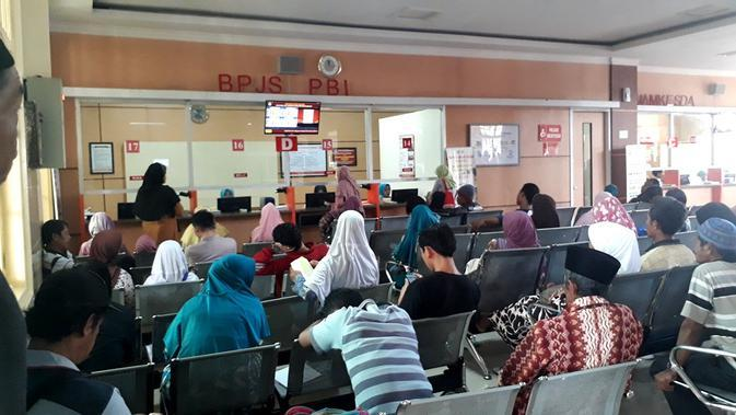 Ilustrasi – Ruang tunggu pasien BPJS PBI di RSUD Margono Sukarjo, Purwokerto. (Foto: Liputan6.com/Muhamad Ridlo)