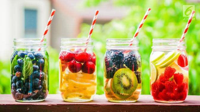 Bagi yang gemar membuat infuse water sendiri di rumah, Anda bisa mencoba minuman segar yang satu ini. (Foto: iStockphoto)