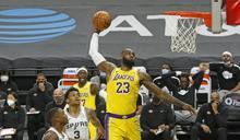 湖人重挫馬刺 詹姆斯締造NBA紀錄