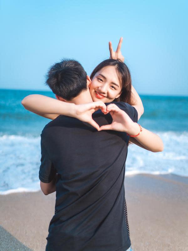 ilustrasi pasangan cinta/Photo by JD Chow on Unsplash