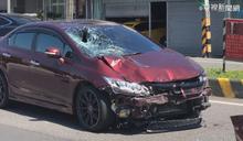 騎士加完油橫越馬路 遭轎車撞上身亡