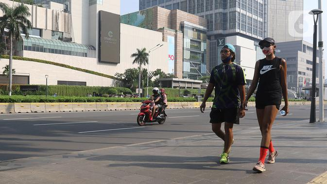 Warga berolahraga di Bunderan HI Jakarta, Minggu (7/6/2020). Hari Bebas Kendaraan Bermotor (HBKB) masih belom diberlakukan, sampai dengan waktu yang belum ditentukan. (Liputan6.com/Herman Zakharia)