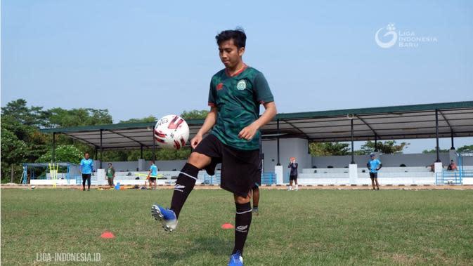 Gelandang Rezky Ikhwan Sedang Latihan. ( Liga-Indonesia.id )