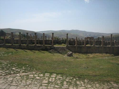 مدينة جميلة الاثرية....اثار رومانية غاية في الروعة. 1141617989_602bb886e