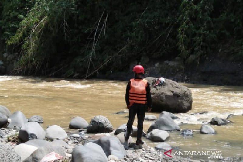Pencarian korban terseret arus banjir bandang di Sukabumi ditunda